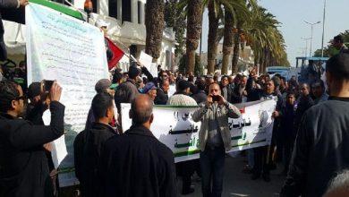 Photo of جندوبة: فلاحون يحتجون أمام مقر الإتحاد الجهوي للفلاحة و الصيد البحري
