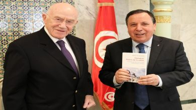 Photo of وزير الخارجية يستقبل وزير الخارجية الفرنسي الأسبق هيرفي دي شارات